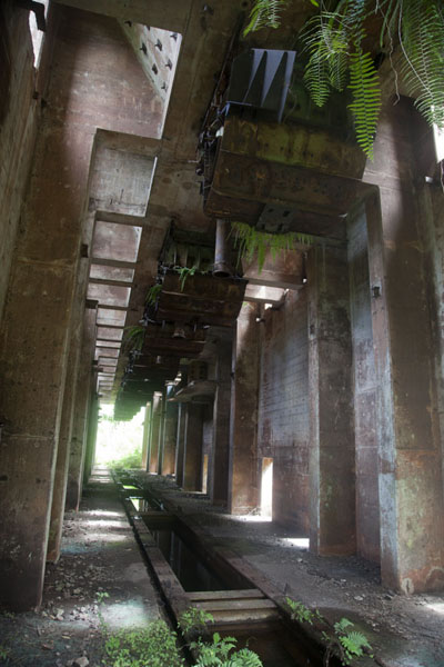 Foto van Inside view of the cleaning facility of the old iron ore mining operations near Mount Nimba - Liberia - Afrika