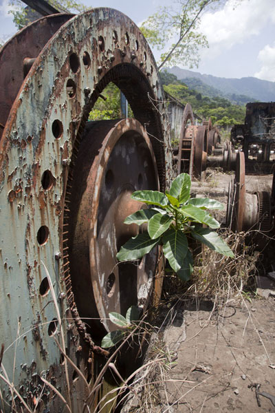 Foto di Rusting part of the old iron ore processing plant with Mount Nimba in the backgroundMount Nimba Liberia - Liberia