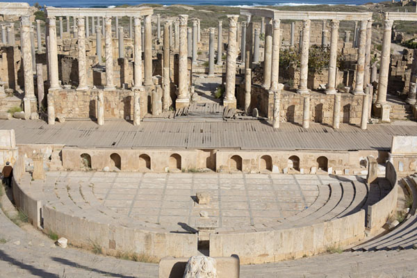 Photo de View towards the stage of the theatre of Leptis Magna - Libye - Afrique