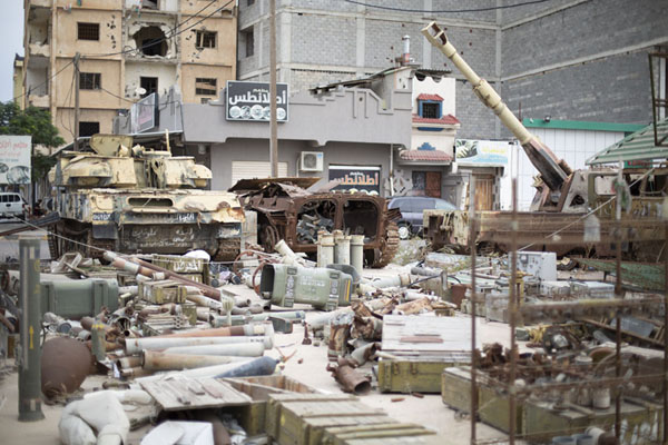 Foto van Tanks and collection of weapons used by Gaddafi troops exposed outside the war museum - Libië - Afrika