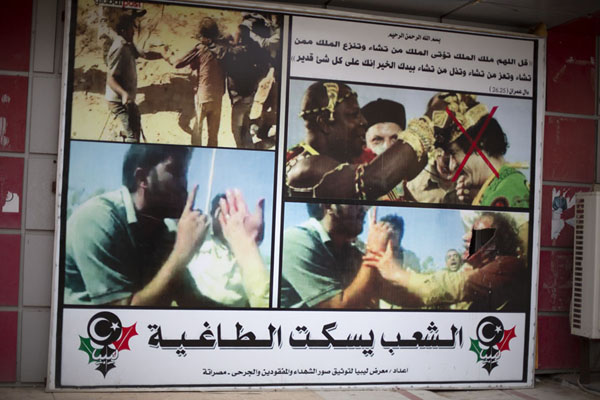 Poster outside the war museum of Misrata with red cross over former leader Gaddafi | Misrata Oorlogsmuseum | Libië