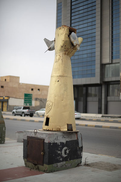 Foto di Sculpture depicting a fist crushing a fighter plane, used by Gaddafi - Libia - Africa