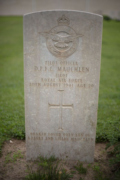 Young pilot killed in the Second World War in 1941 | Cimetière de la Deuxième Guerre Mondiale | Libye