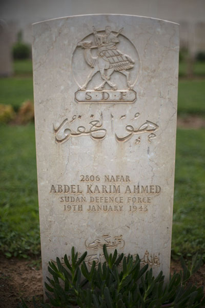 Foto van Tomb of a Sudanese fighter killed in the North African war in 1943Tripoli - Libië