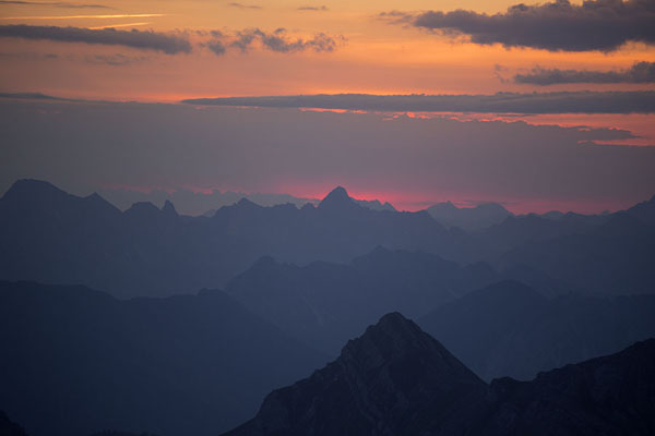 Foto di Sunrise over the Alps seen from the summit of NaafkopfNaafkopf - Liechtenstein