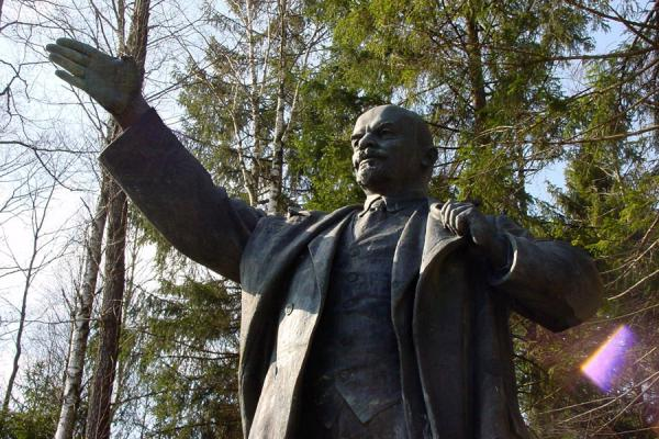Picture of Statue of Lenin in Grutas Parkas