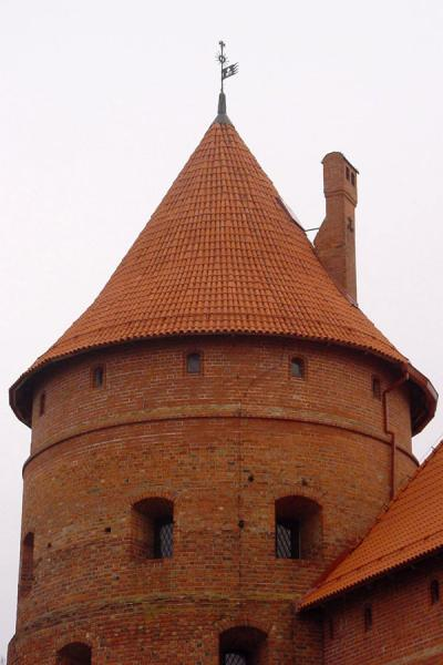 Photo de One of the towersChateau Trakai - Lituanie