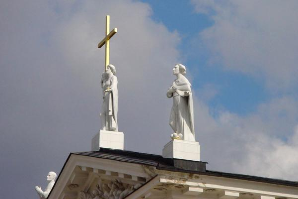 立陶苑 (Statues on roof of Vilnius Cathedral)