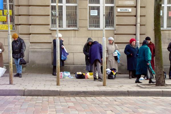 Foto de Selling items directly on the streetVilnius - Lituania