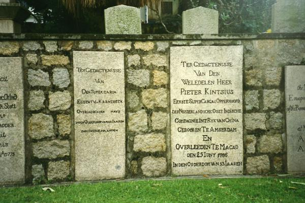 Foto de Tombstones with Dutch names at a cemetery in MacauMacau city - Macau
