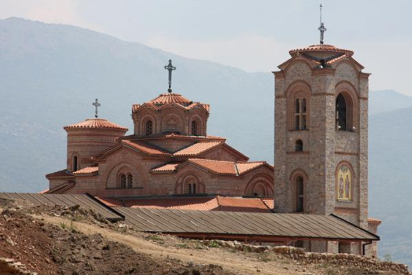 Foto de The modern version of Sveti Klementi and Pantelejmon church - Macedonia - Europa