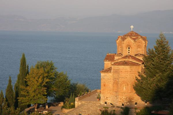 Photo de Sveti Jovan church towering above Lake Ohrid at sunriseOhrid - Macédoine