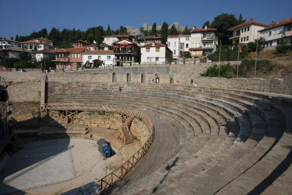 Photo de Classical Amphitheatre - built by the Romans and still functionalOhrid - Macédoine