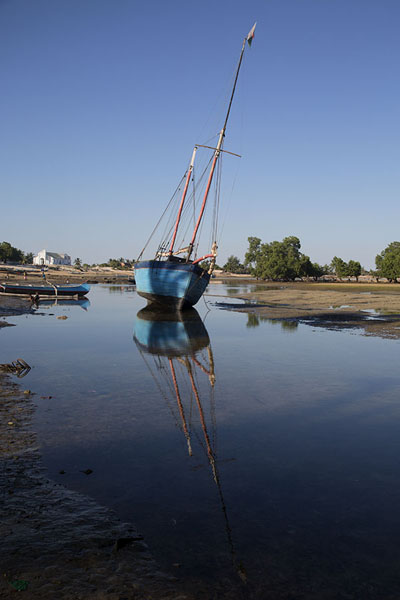 Foto di Tall ship aground at low tide - Madagascar - Africa