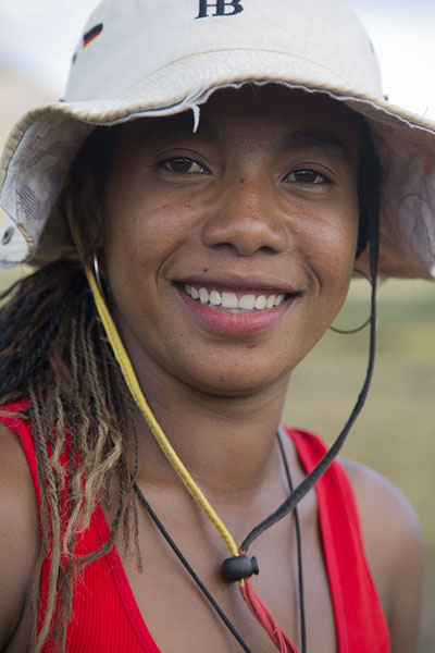 Young woman in the fields near Anja | Malagasy people | 马达加斯加到