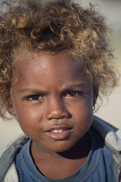 Foto van Kid with blonde hair on the beach of AndavadoakaMalagassiers - Madagaskar