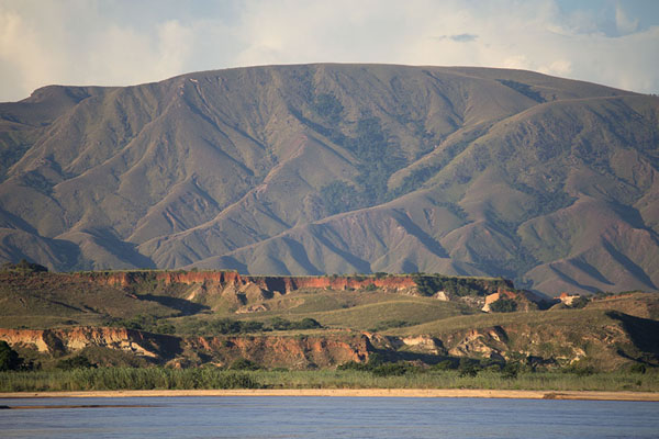 Picture of Mountains rising high above the Manambolo river in the late afternoon
