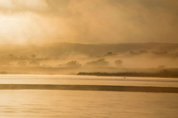 Photo de Sunrise over a cloud-clad Manambolo riverManambolo - Madagascar