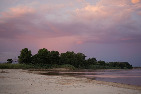 Foto di Thunderstorm cloud over the Manambolo riverManambolo - Madagascar