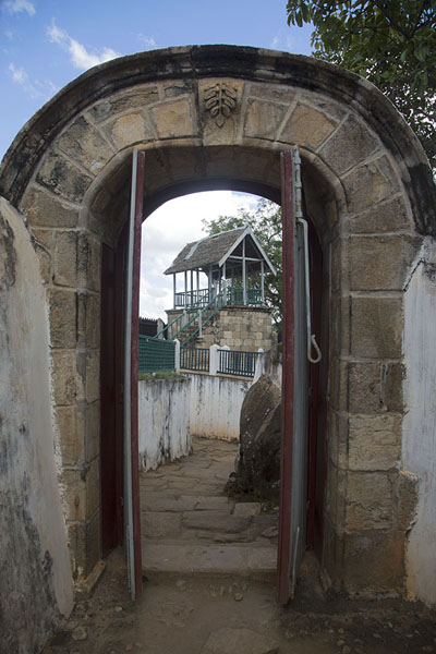 Watchtower seen through a stone gateway | Rova Ambohimanga | Madagaskar