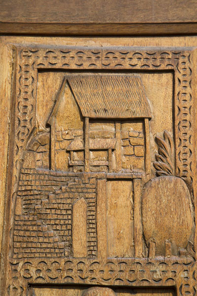 Detail of wooden door with the Rova depicted | Rova Ambohimanga | Madagaskar