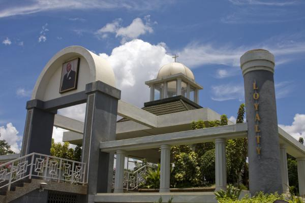 Picture of Kamuzu Banda Mausoleum (Malawi): Entrance of the mausoleum with Loyalty pillar