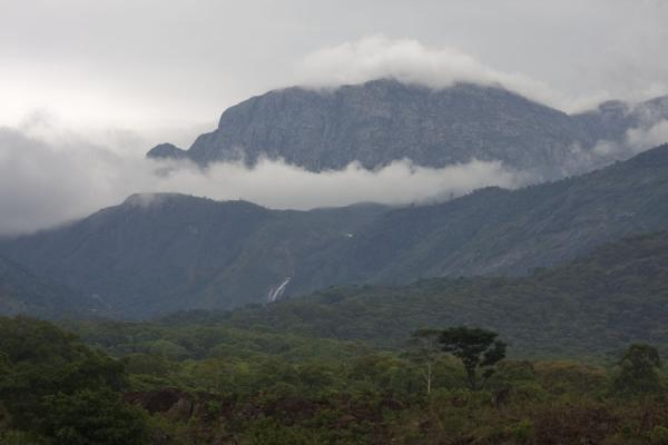 Clouds around one of the mountains of Mount Mulanje |  | 马拉威