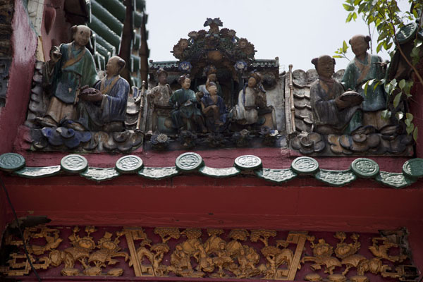 Foto van Detail of the ornate roof of the Chan She Shu Yuen templeKuala Lumpur Chinatown - Maleisië