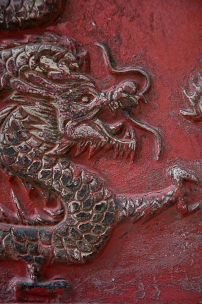Detail of a dragon on a vase outside the Guan Yin temple | Kuala Lumpur Chinatown | Malaise