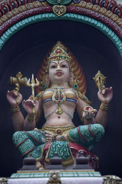 Close-up of statue above the entrance of the Sri Maha Mariamman temple | Kuala Lumpur Chinatown | Malaise