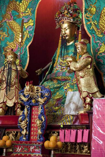 Photo de Detail of an altar in the Guandi templeKuala Lumpur Chinatown - Malaise