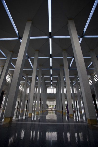 Picture of Masjid Negara (Malaysia): Columns in the outside prayer hall of Masjid Negara