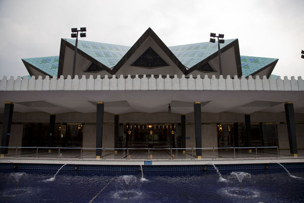 Side view of the mosque with fountains and the umbrella-style roof of the mosque | Masjid Negara | Malaysia
