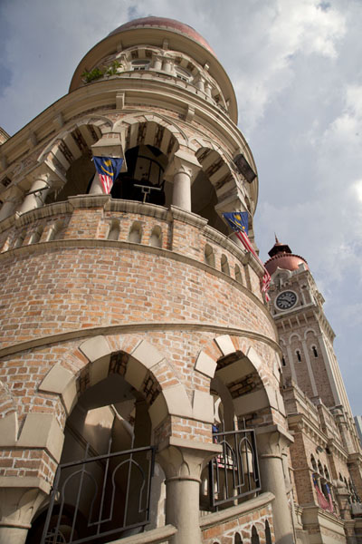 Photo de Looking up staircase and tower of the Sultan Abdul Samad building on the eastern side of Merdeka SquarePlace Merdeka - Malaise