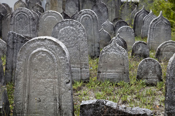 Photo de Maldives (Cemetery with coral tombstones outside the Old Friday mosque)