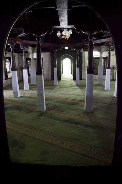 Looking east through the interior of the Old Friday mosque | Malé Old Friday Mosque | Maldives