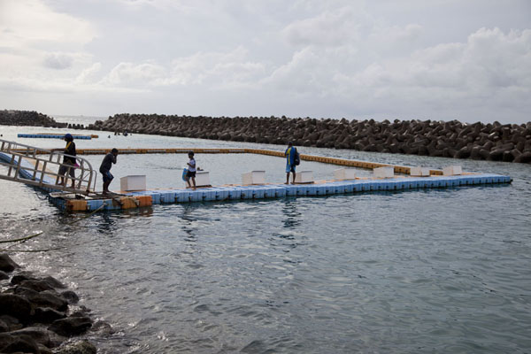 Swimming pool in waters protected by the sea barrier | Malé | Maldivas