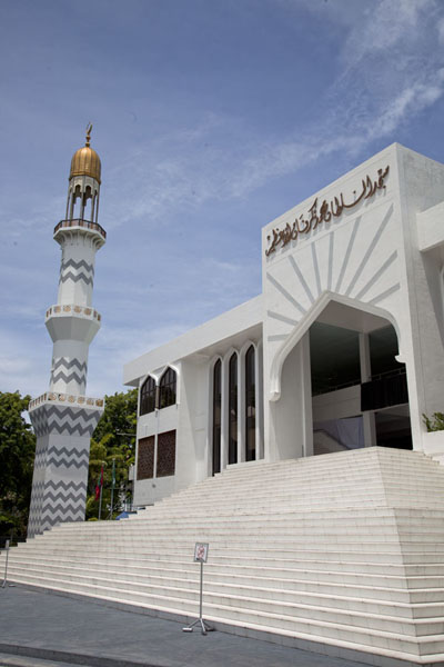 Photo de The Grand Friday Mosque is the largest mosque of the countryMalé - Maldives
