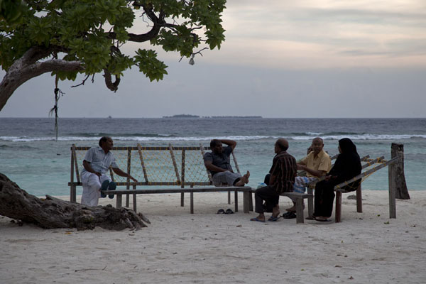 Photo de People having a rest on the beach of ViligiliViligili - Maldives