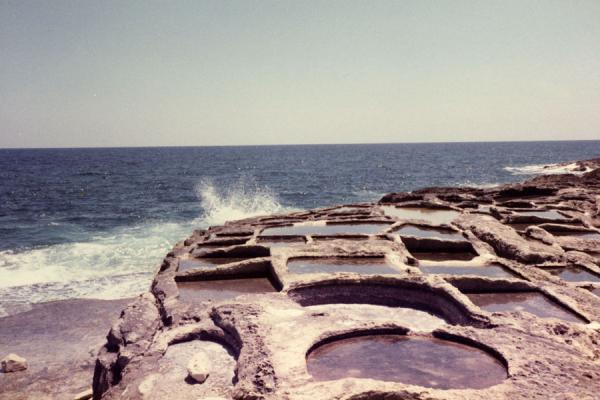 Photo de Salt is being extracted from the sea using these salt pansMalta images - Malte