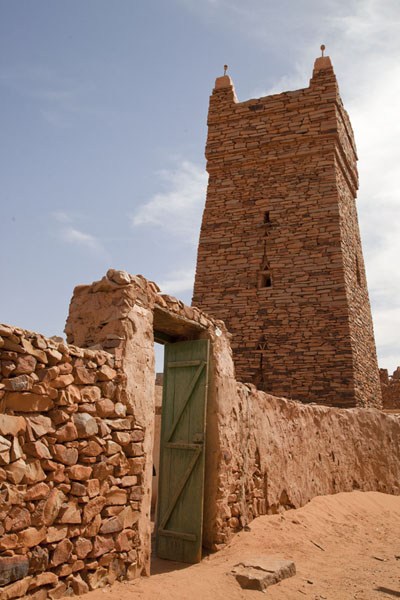 Picture of Chinguetti (Mauritania): The old stone minaret of the mosque of the old holy city of Chinguetti