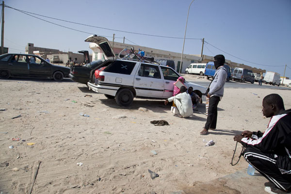 Waiting for passengers at the Garage Nouakchott in Nouadhibou | Nouadhibou Nouakchott taxi ride | Mauritania