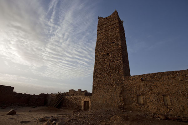 Foto van Sunrise on the minaret of the new mosque of the old town of OuadaneOuadane - Mauritanië
