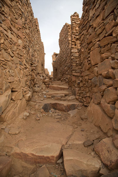 Picture of Ouadane (Mauritania): Street with ruins of buildings on the Rue des 40 Savants
