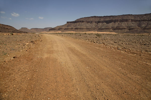 Road leading to Terjit in the afternoon | Terjit | Mauritania
