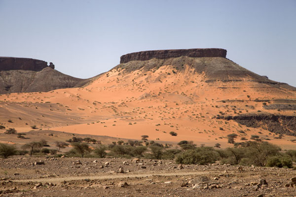 Tabular mountains with flanks covered in sand | Terjit | Mauritania