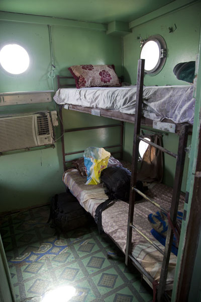 Looking into the first class compartment with beds | Zouérat Nouadhibou iron ore train | 茅利塔尼亚