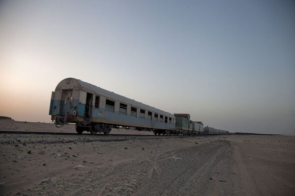 The rear of the train upon arrival in Nouadhibou | Zouérat Nouadhibou ijzererts trein | Mauritanië