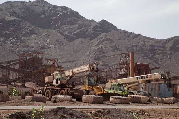 Foto di Mining area right next to the tracks of the train - Mauritania - Africa