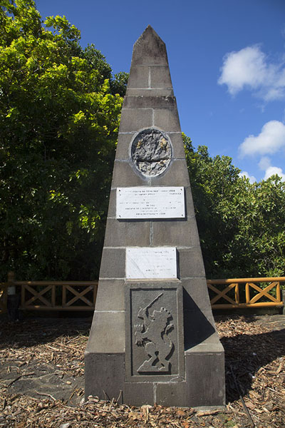 Foto di Monument commemorating the landing of the Dutch on the shore of MauritiusOld Grand Port - Maurizio